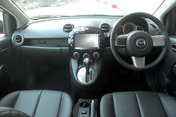 Interior-Mazda2-Hatchback-RZ