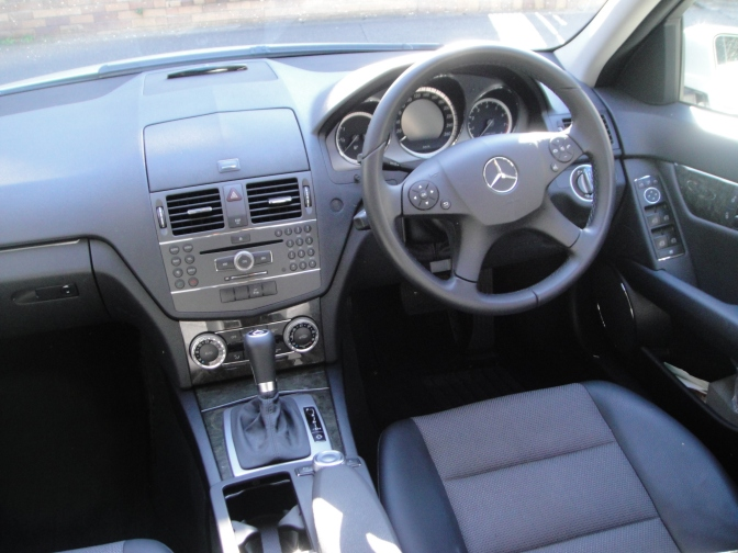 Mercedes-Benz_W204_front_seat
